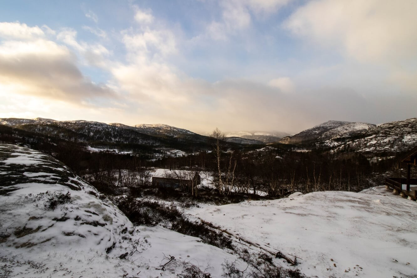 Utsikten mot Sirdal fra Hattevarden første uken av desember - Den første melis snøen har lagt seg over det praktfulle landskapet