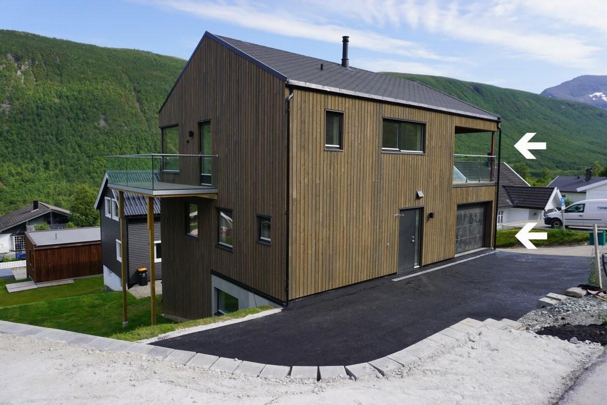 Moderne arkitekttegnet bolig med 180 graders utsikt og flotte lys- og solforhold