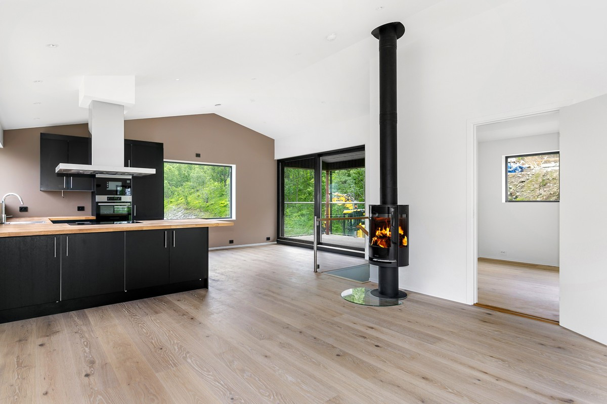 Vedovn montert i stue/kjøkken