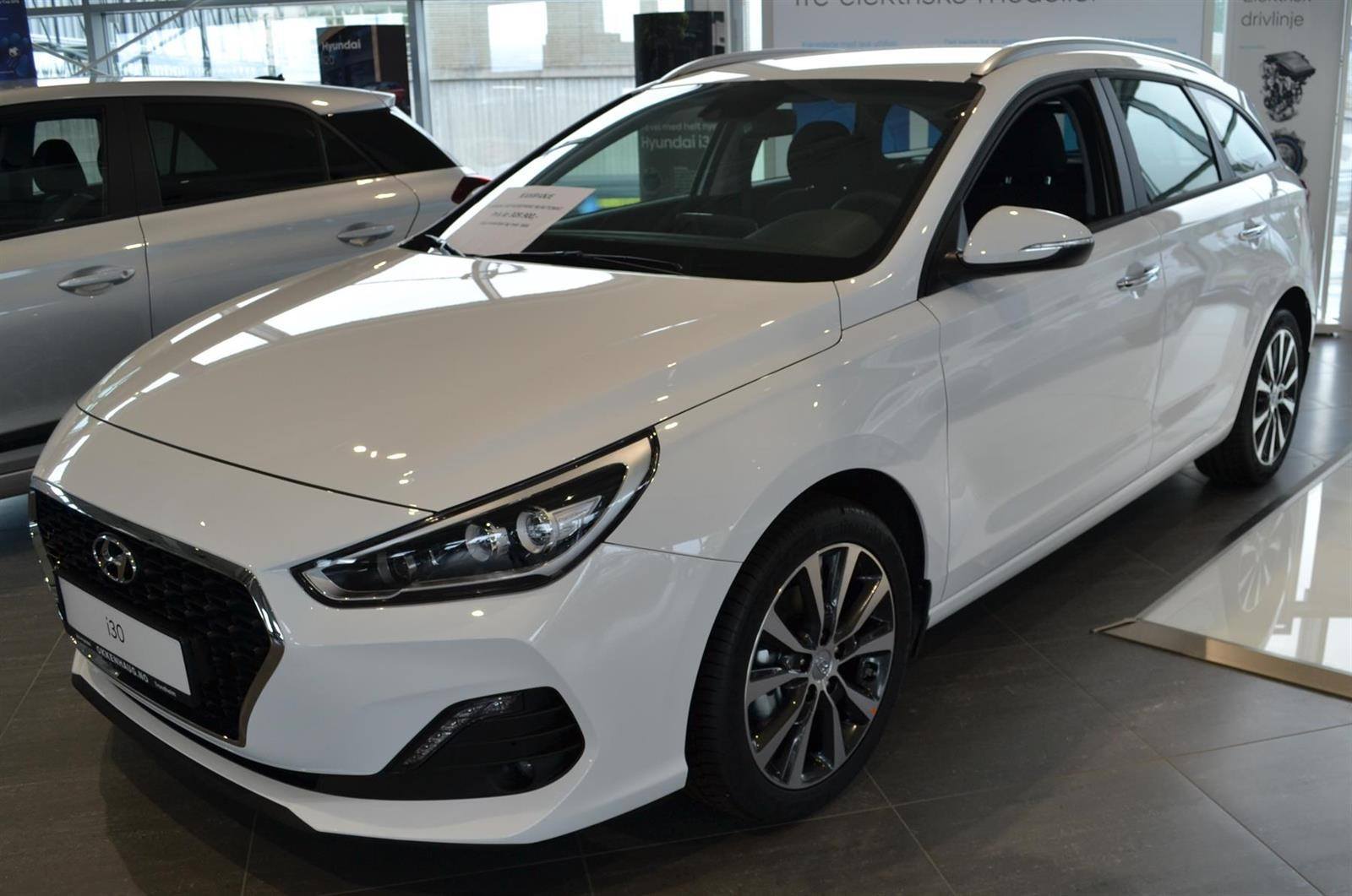 Hyundai i30 Slide 1