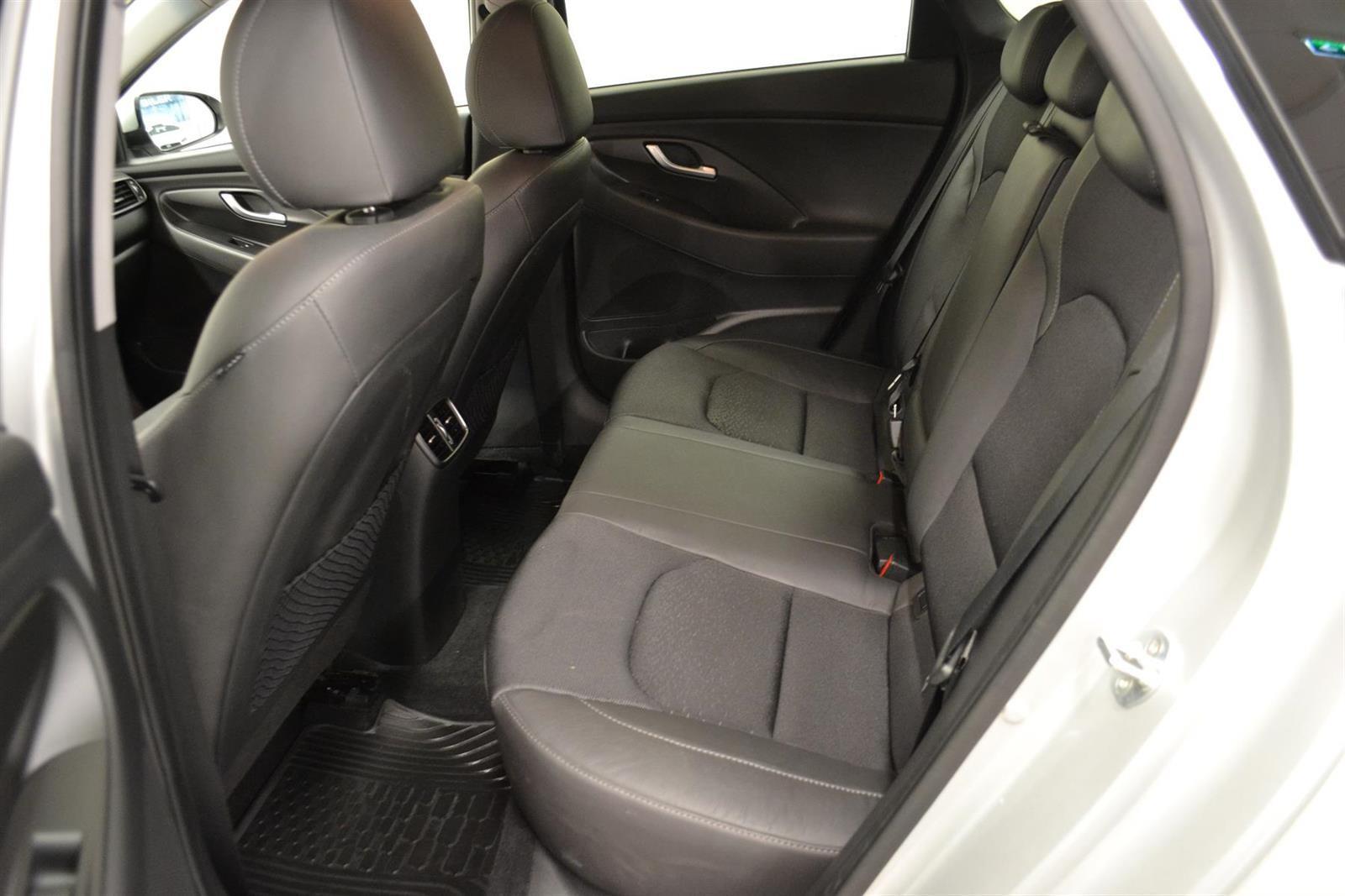 Hyundai i30 Slide 8