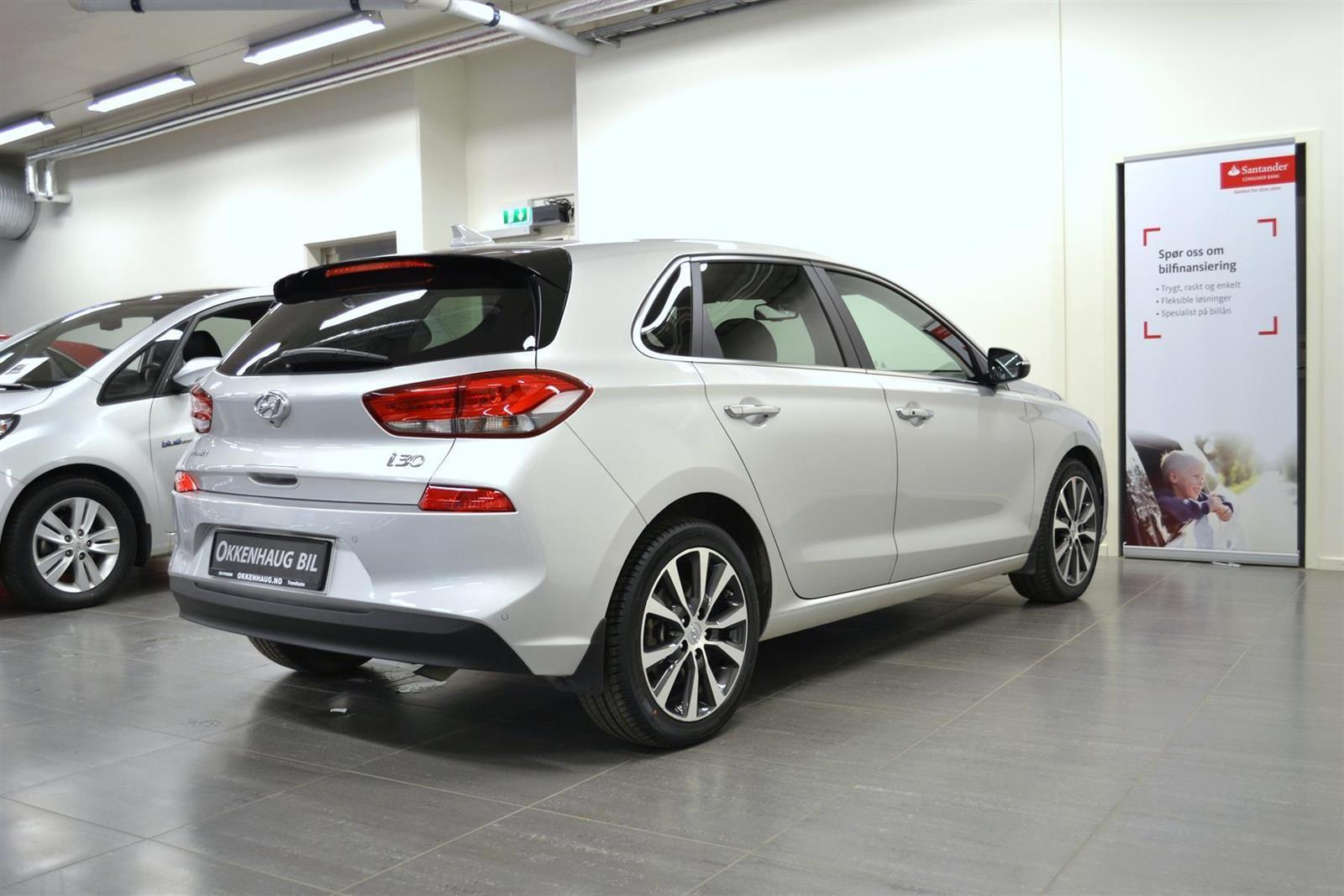 Hyundai i30 Slide 5