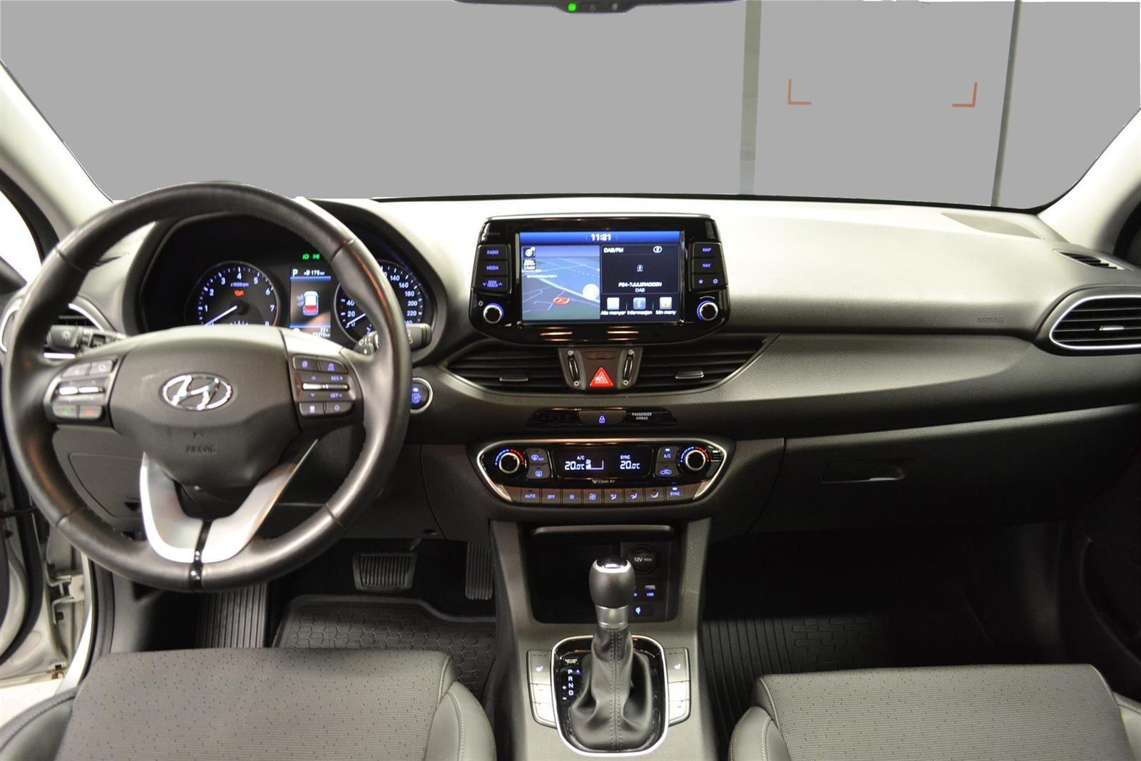 Hyundai i30 Slide 11