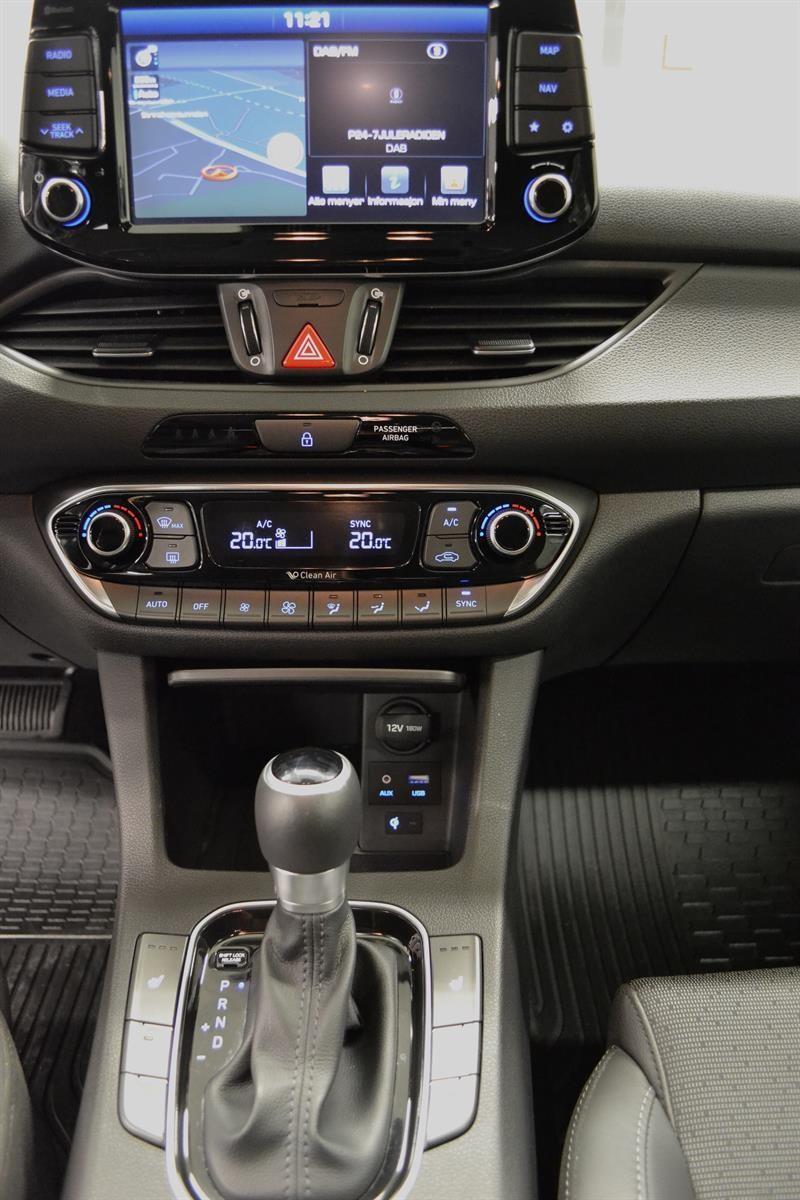 Hyundai i30 Slide 12