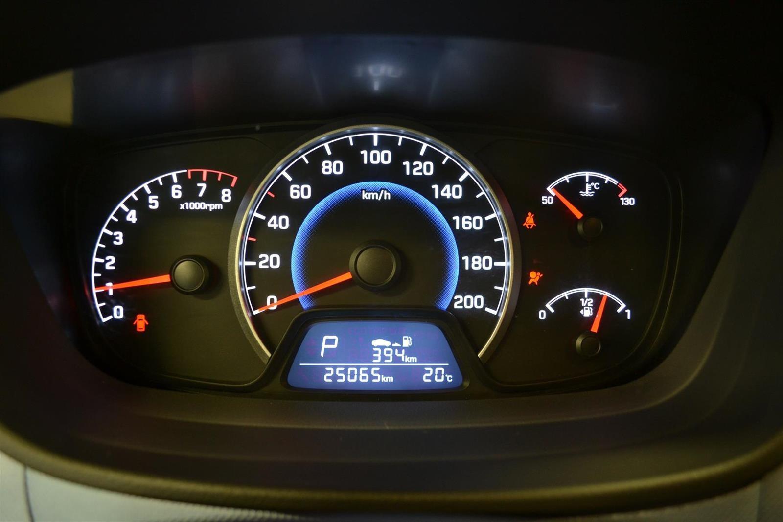 Hyundai i10 Slide 8