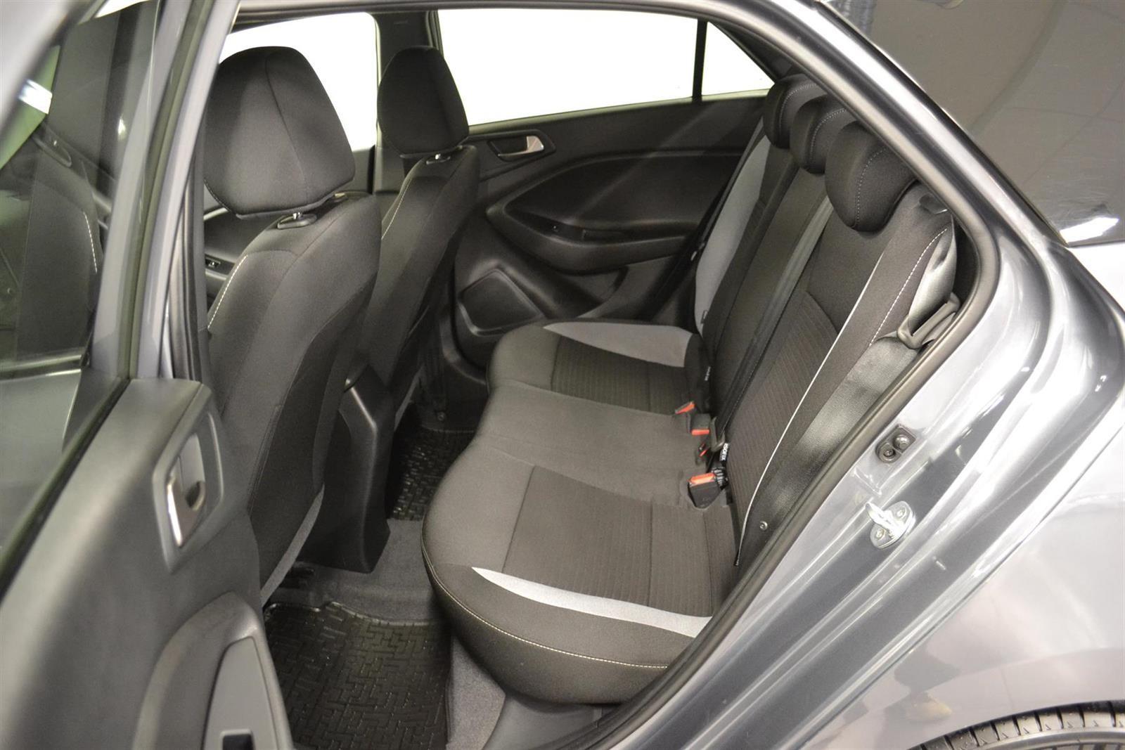 Hyundai i20 Slide 8