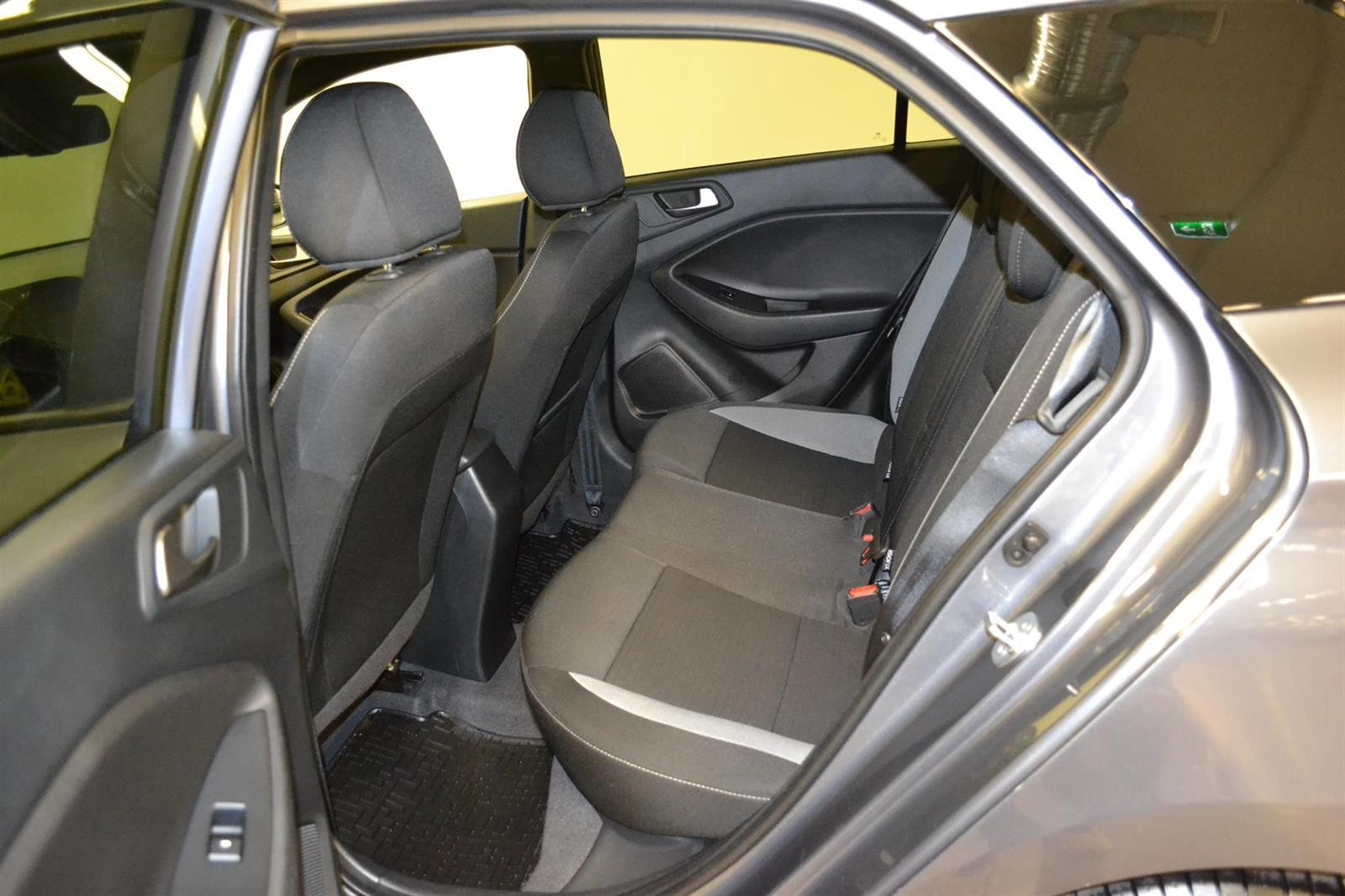 Hyundai i20 Slide 7