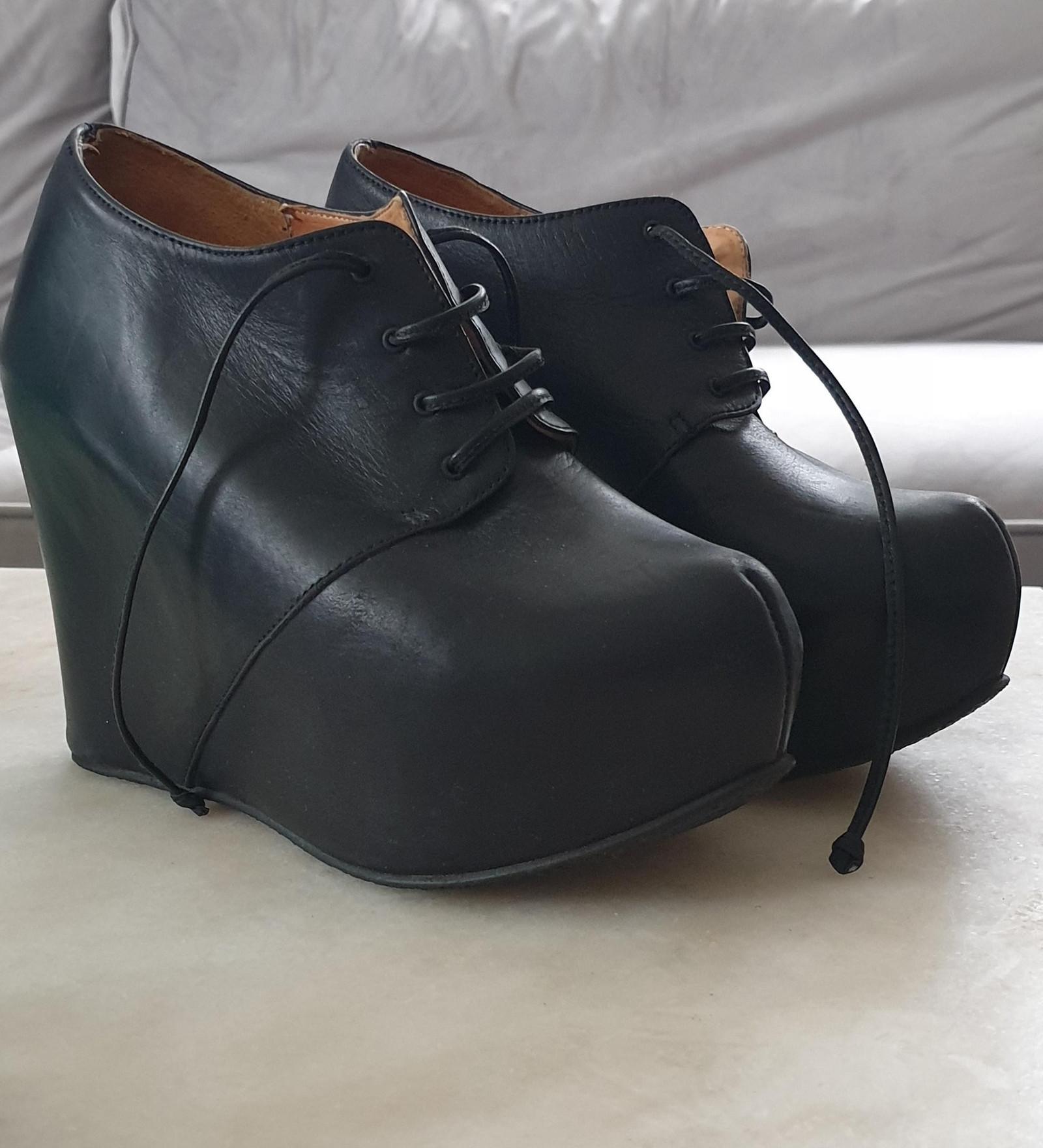 Pent brukte kjoler og sko div str. | FINN.no