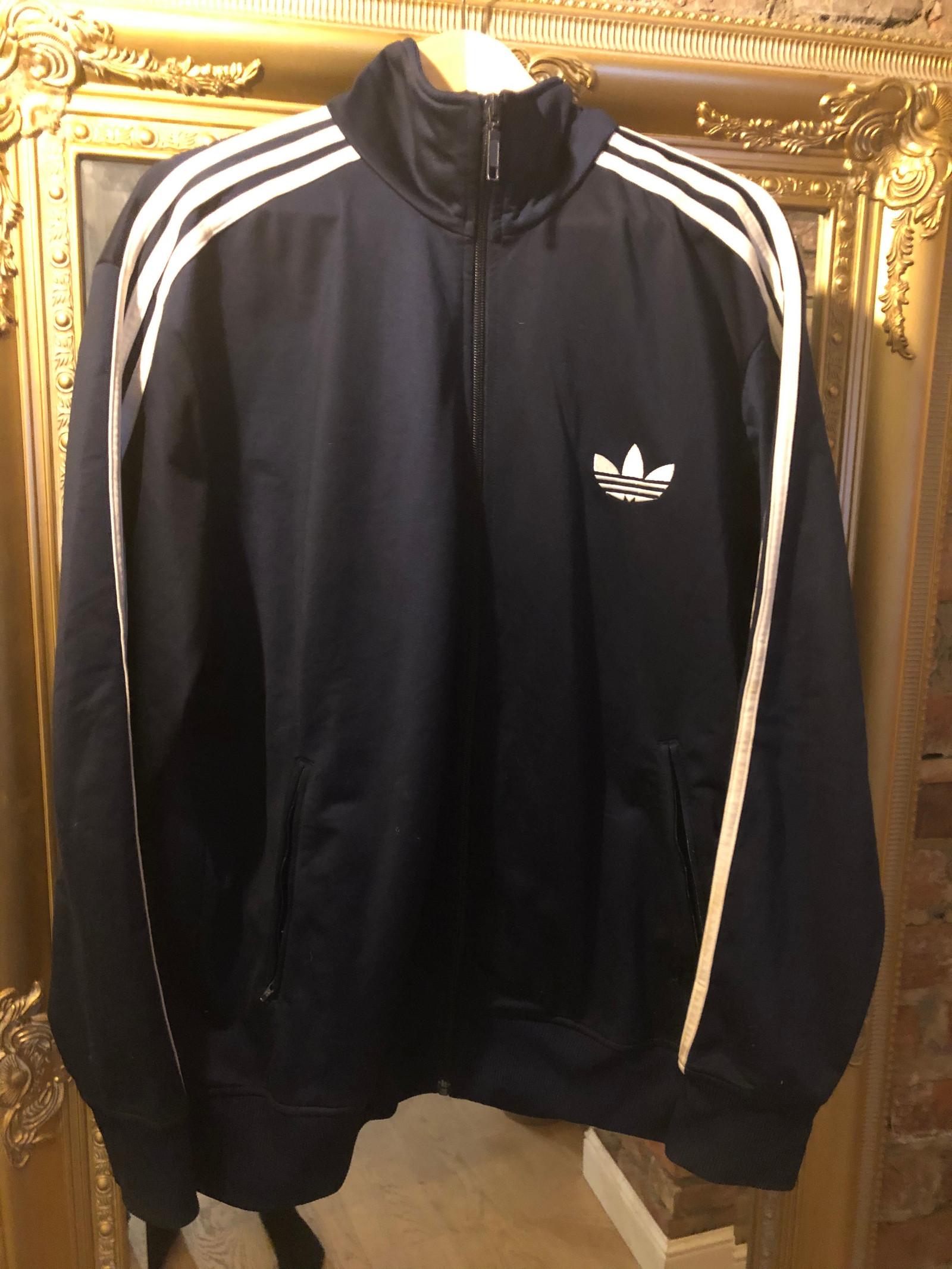 Adidas blå jakke med snøring | FINN.no