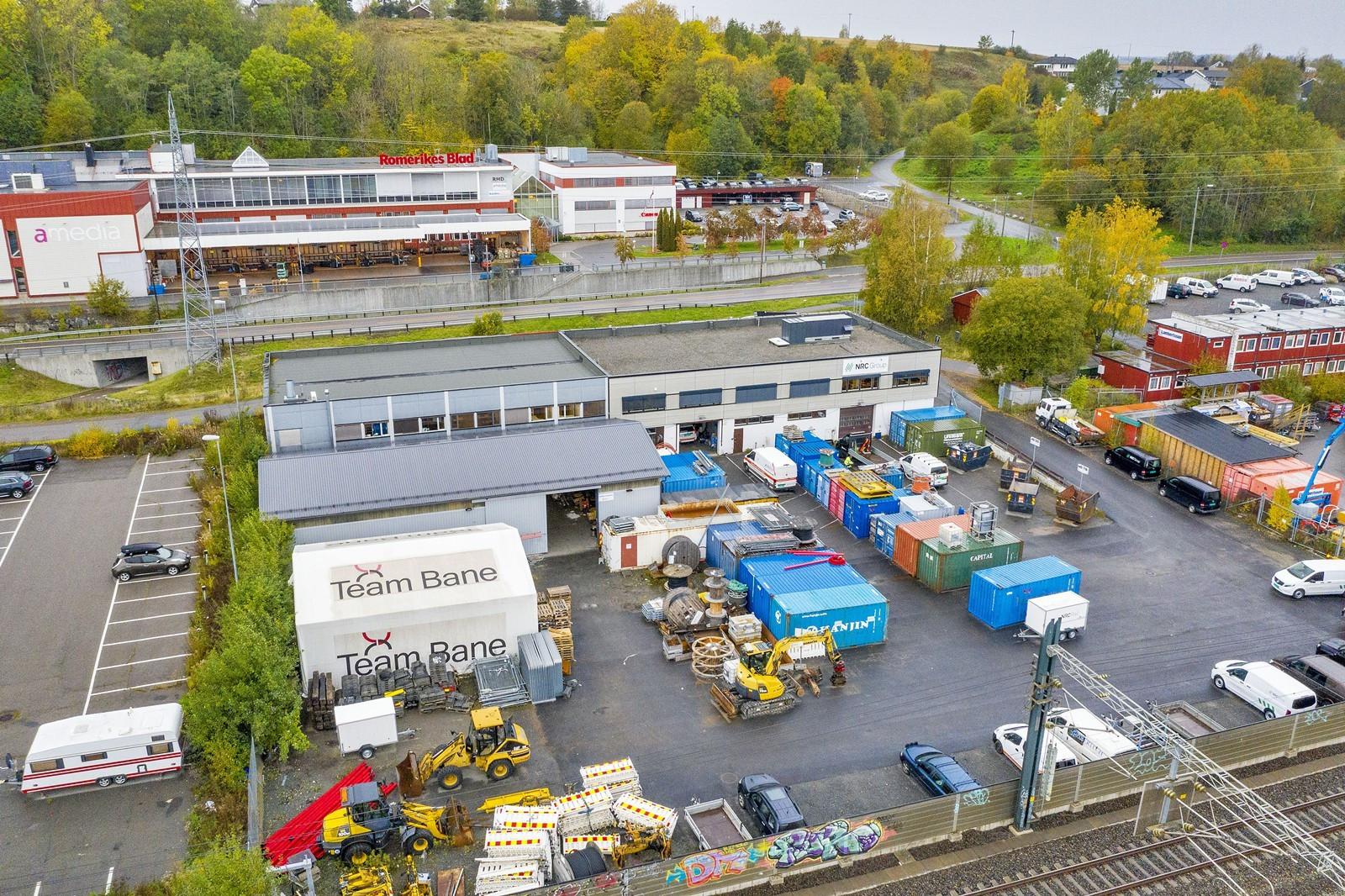 Tomteområde utenfor kjøreporter til lagring og/eller parkering