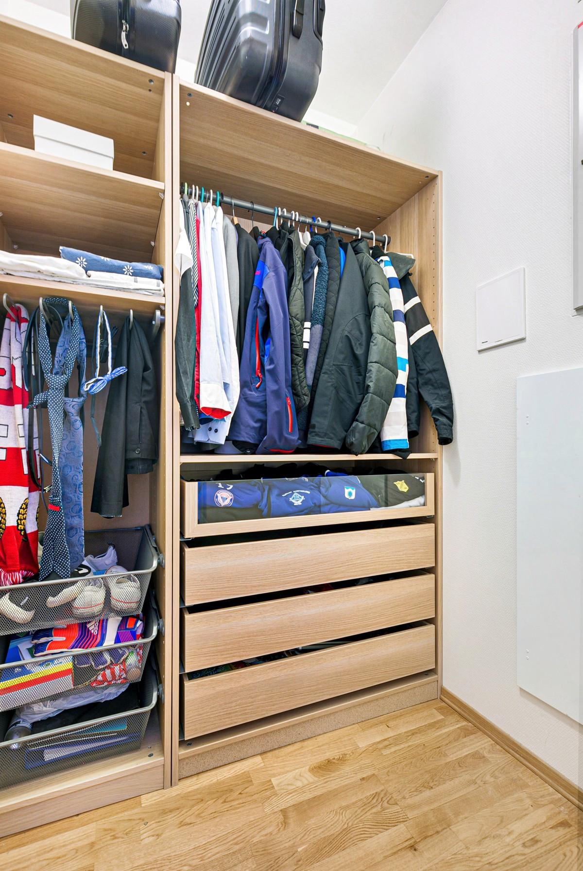 Bod/garderobe bidrar til plass for oppbevaring