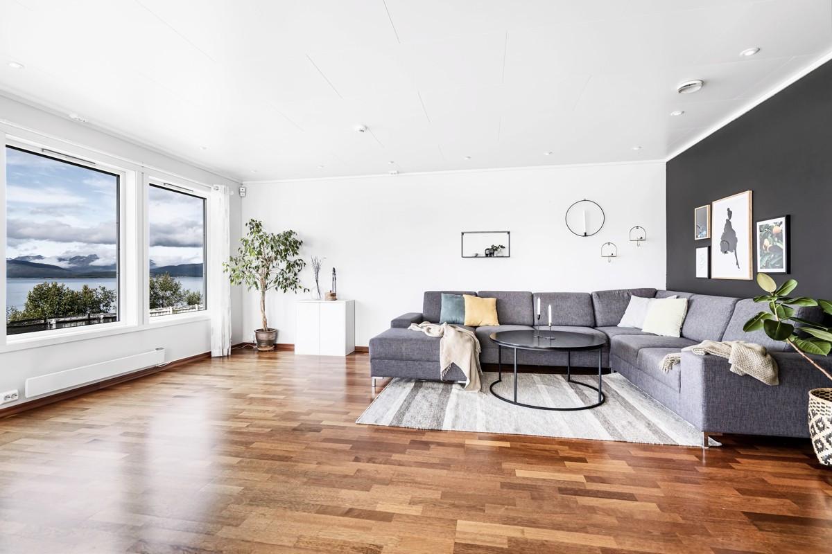 Flott 6-roms leilighet med høy standard og attraktiv beliggenhet