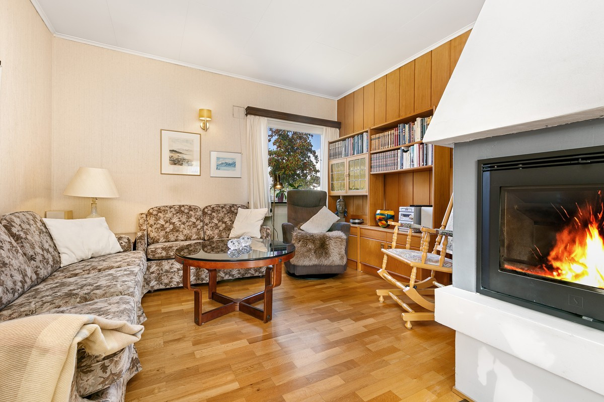 God plass i stue til flere sitteområder