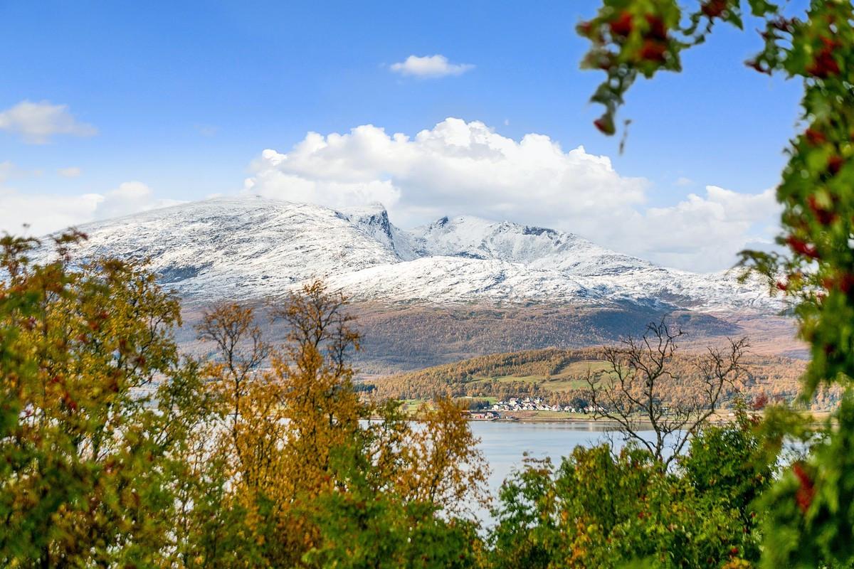 Nydelig utsikt mot Kvaløya og Sandnessundet