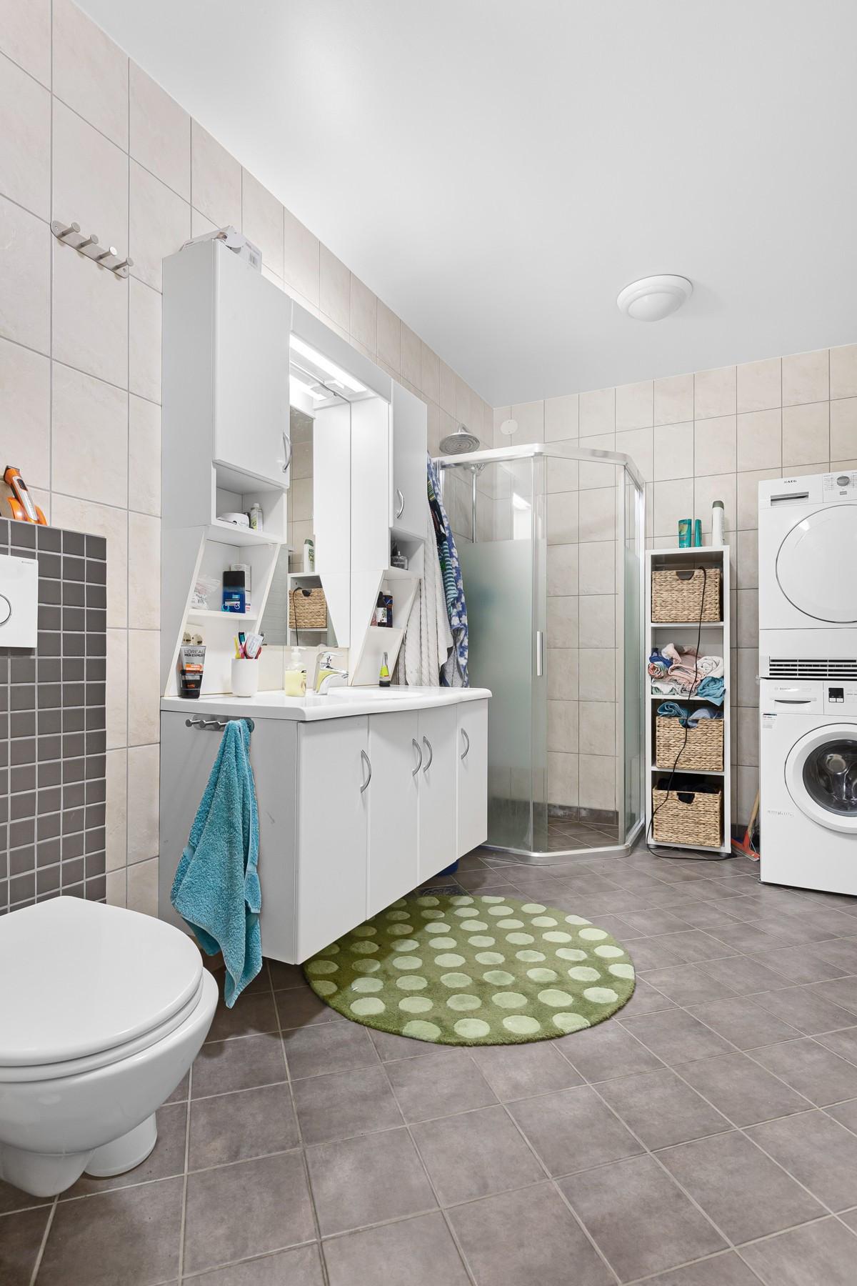 Komplett flislagt med opplegg til vaskemaskin/tørketrommel