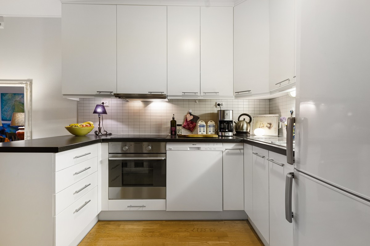 Integrert komfyr og opplegg til oppvaskmaskin