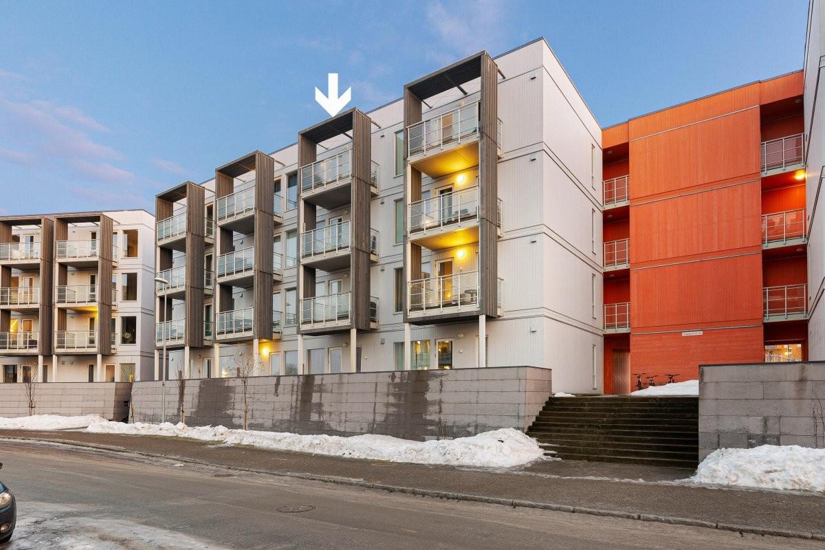 Leiligheten har en flott plassering i 4.etasje og det er heis i boligblokka
