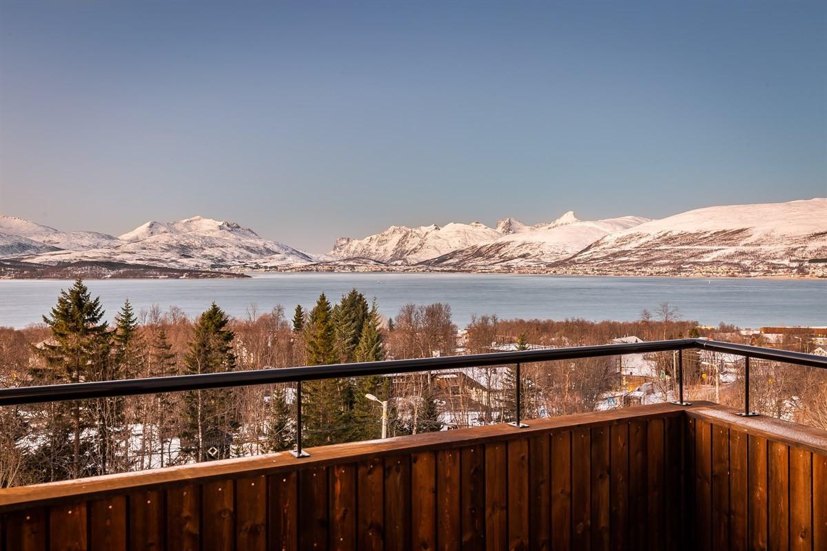 Nydelig utsikt mot vest fra balkong