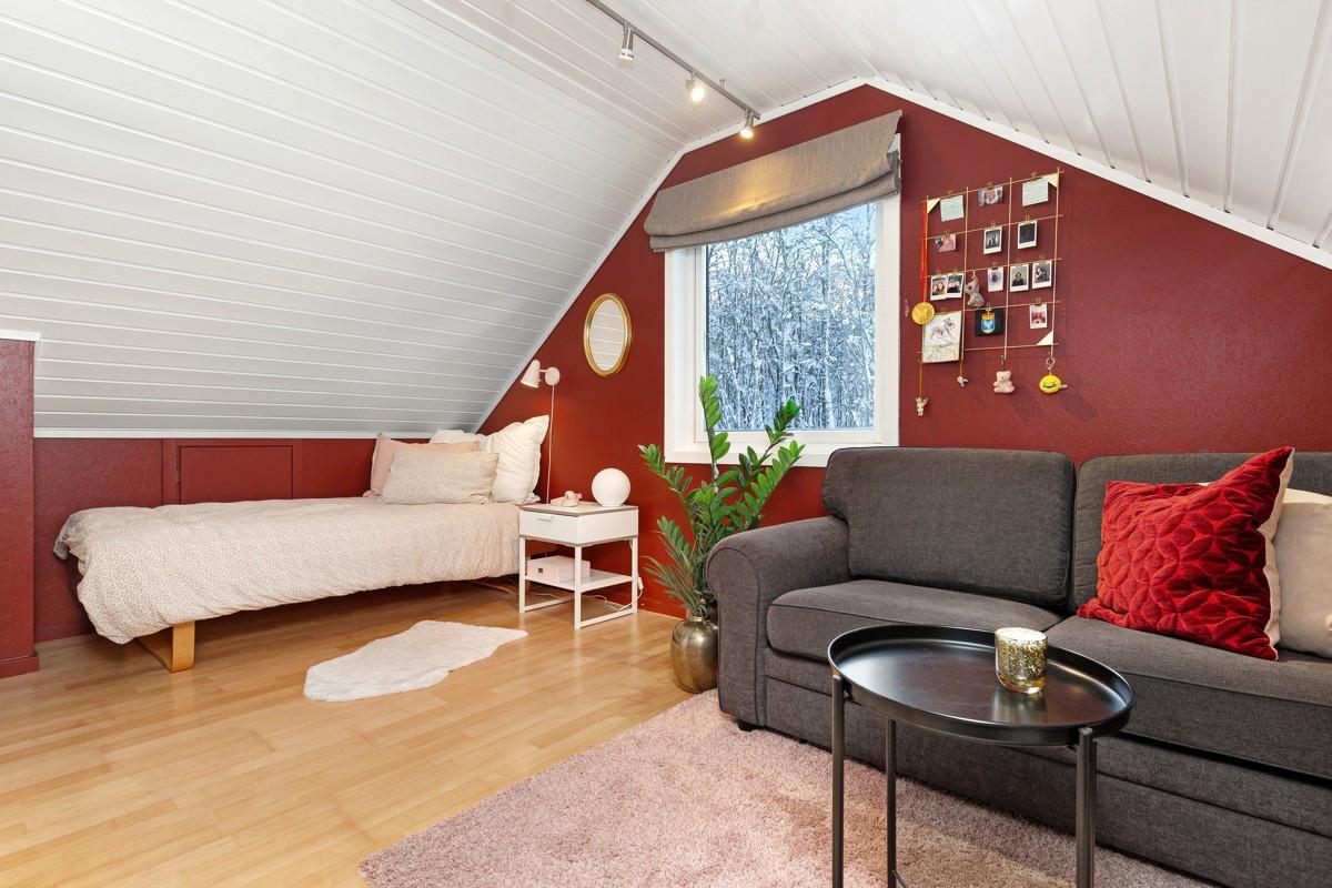 Soverommet kan også brukes som ekstra stue, lekestue eller kontor hvis ønskelig