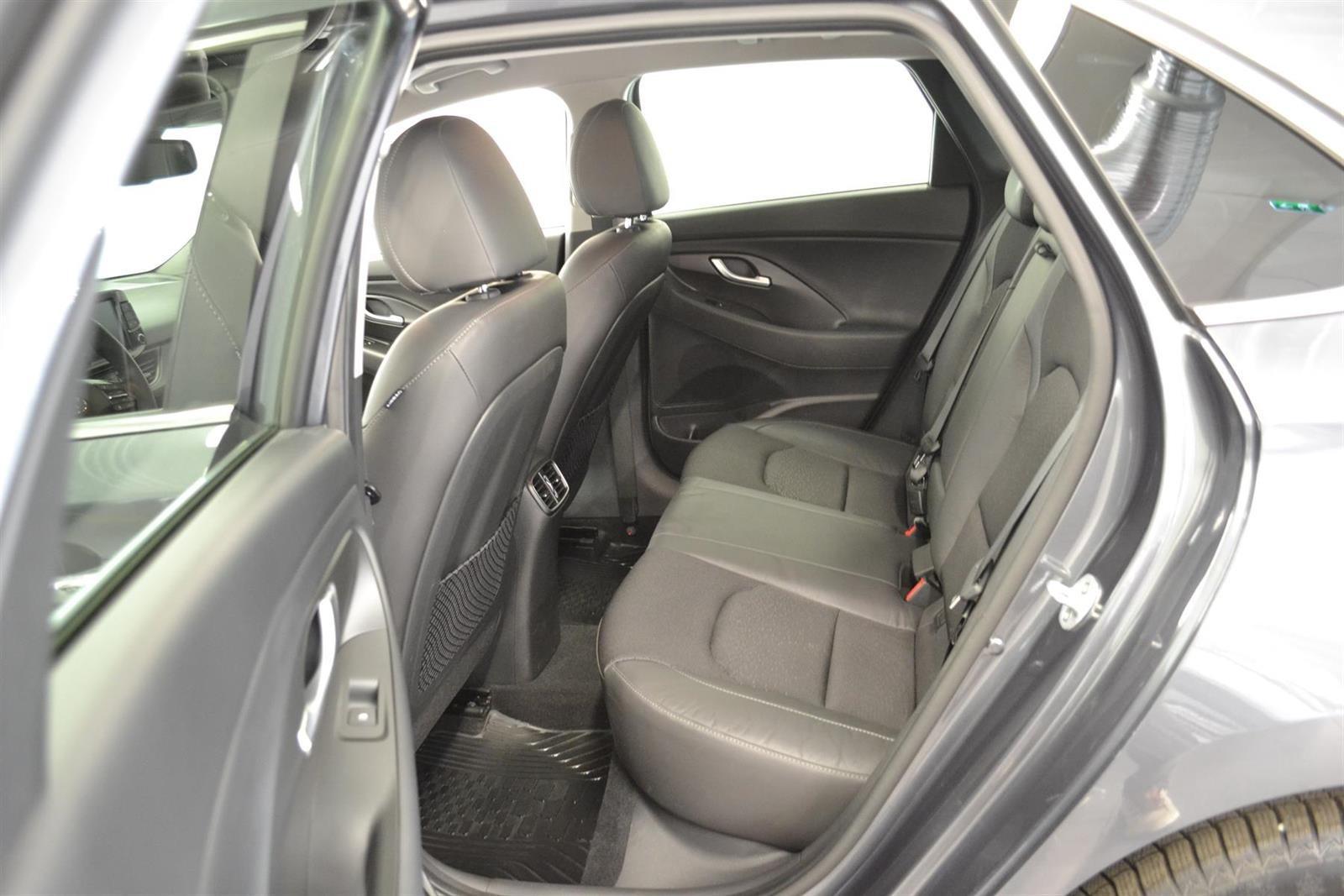 Hyundai i30 Slide 7