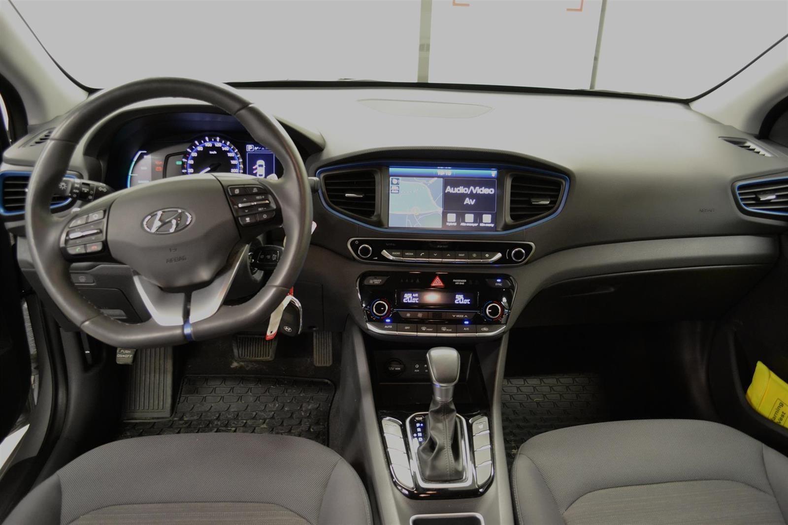 Hyundai Ioniq Slide 10