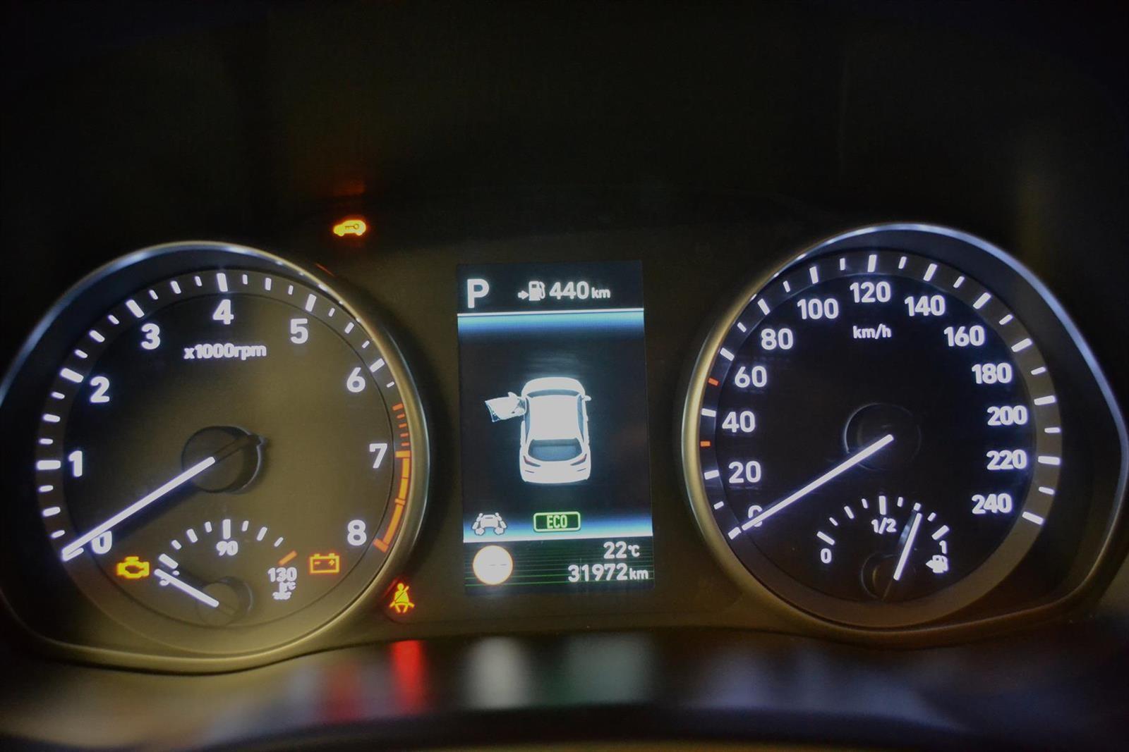 Hyundai i30 Slide 9