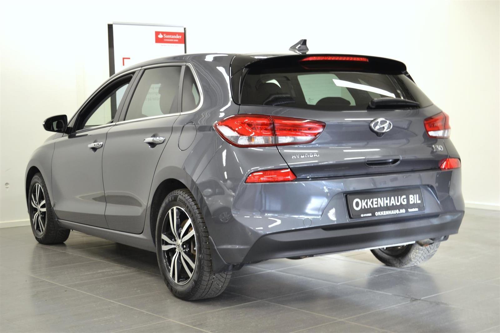 Hyundai i30 Slide 3