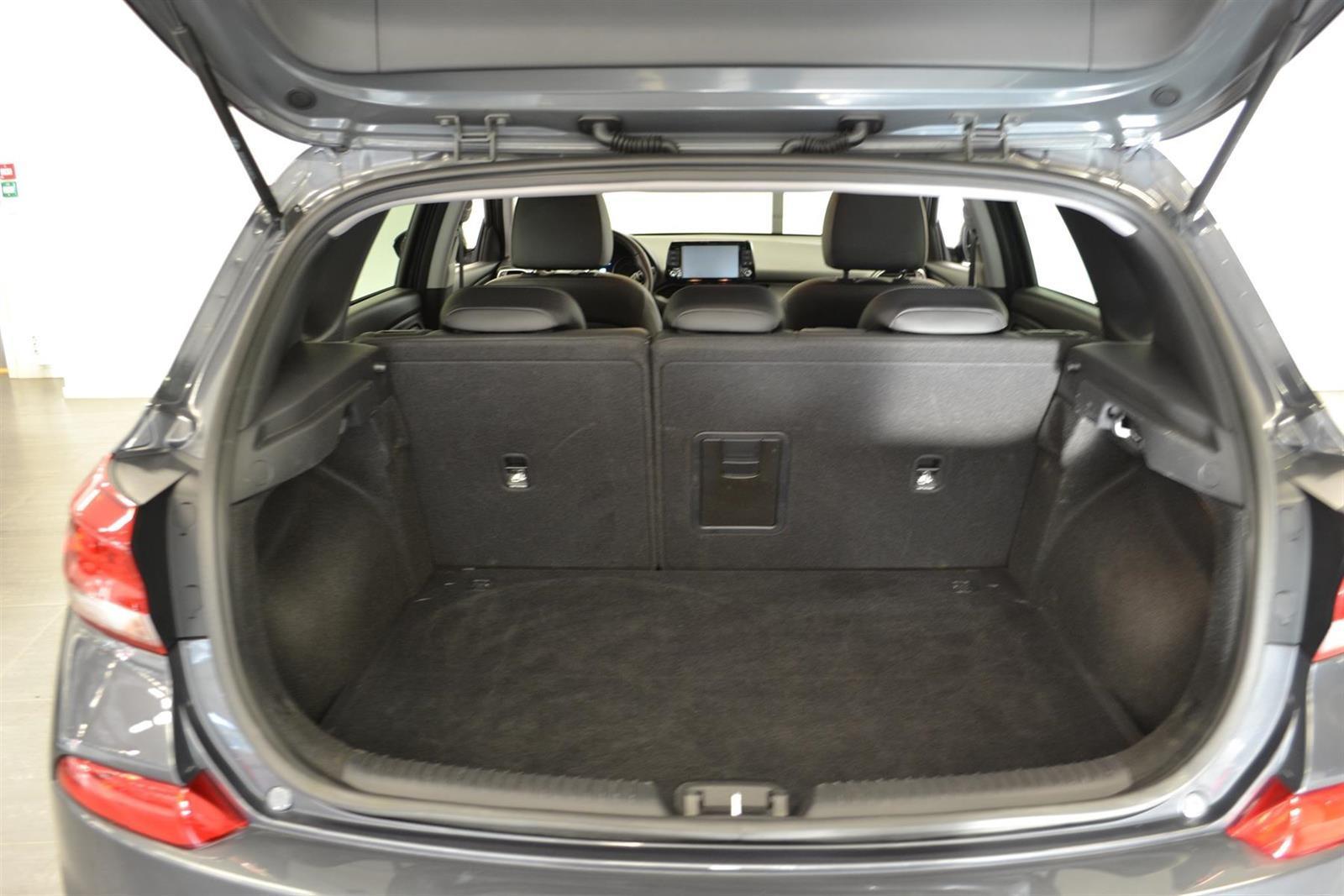Hyundai i30 Slide 6