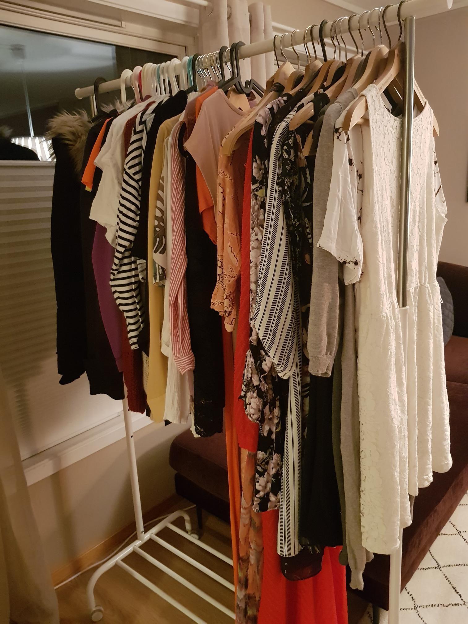 Brukt Pent brukte klær. Har også flere størrelser. til salgs