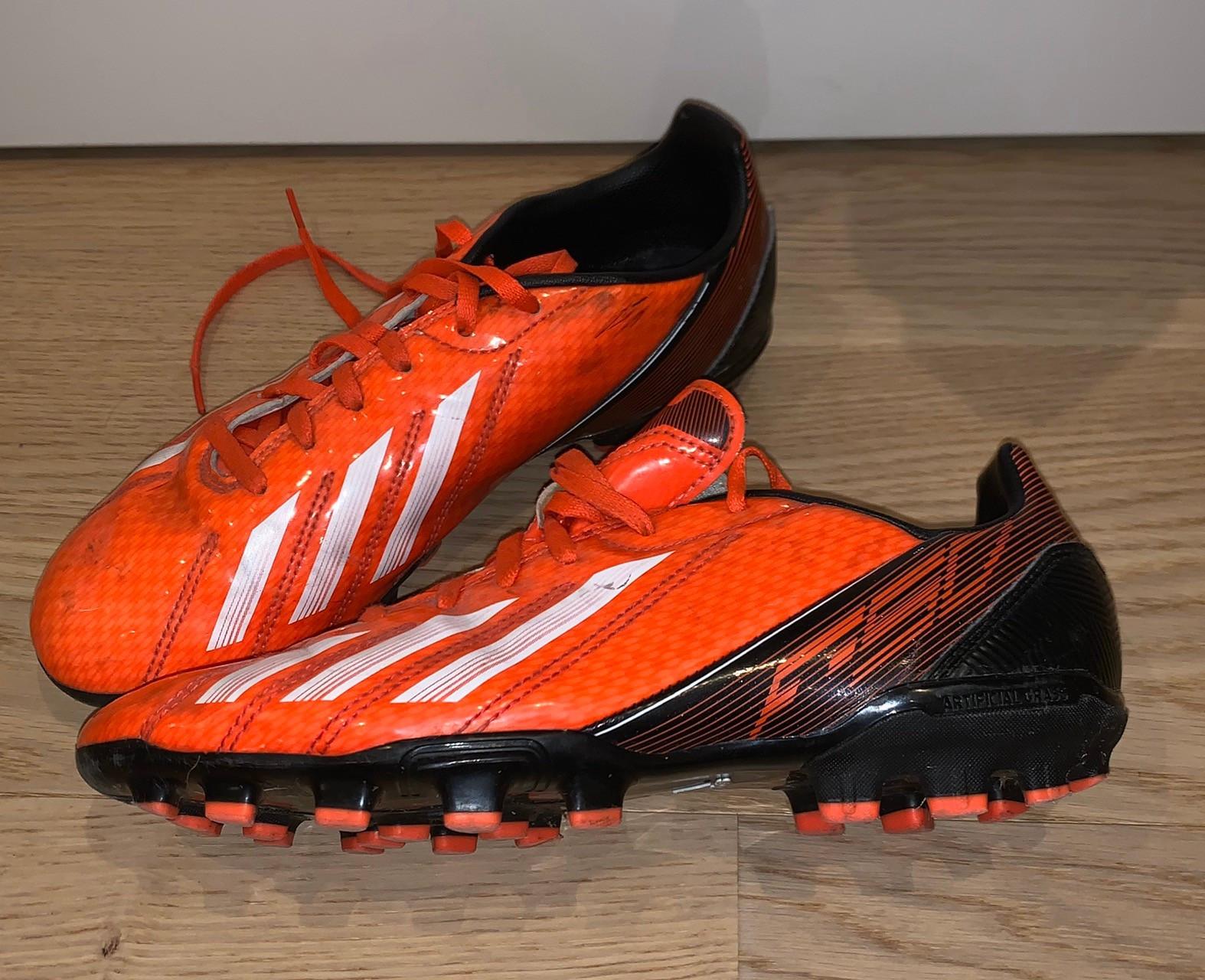 Fotballsko Adidas F10 str 38 23 | FINN.no