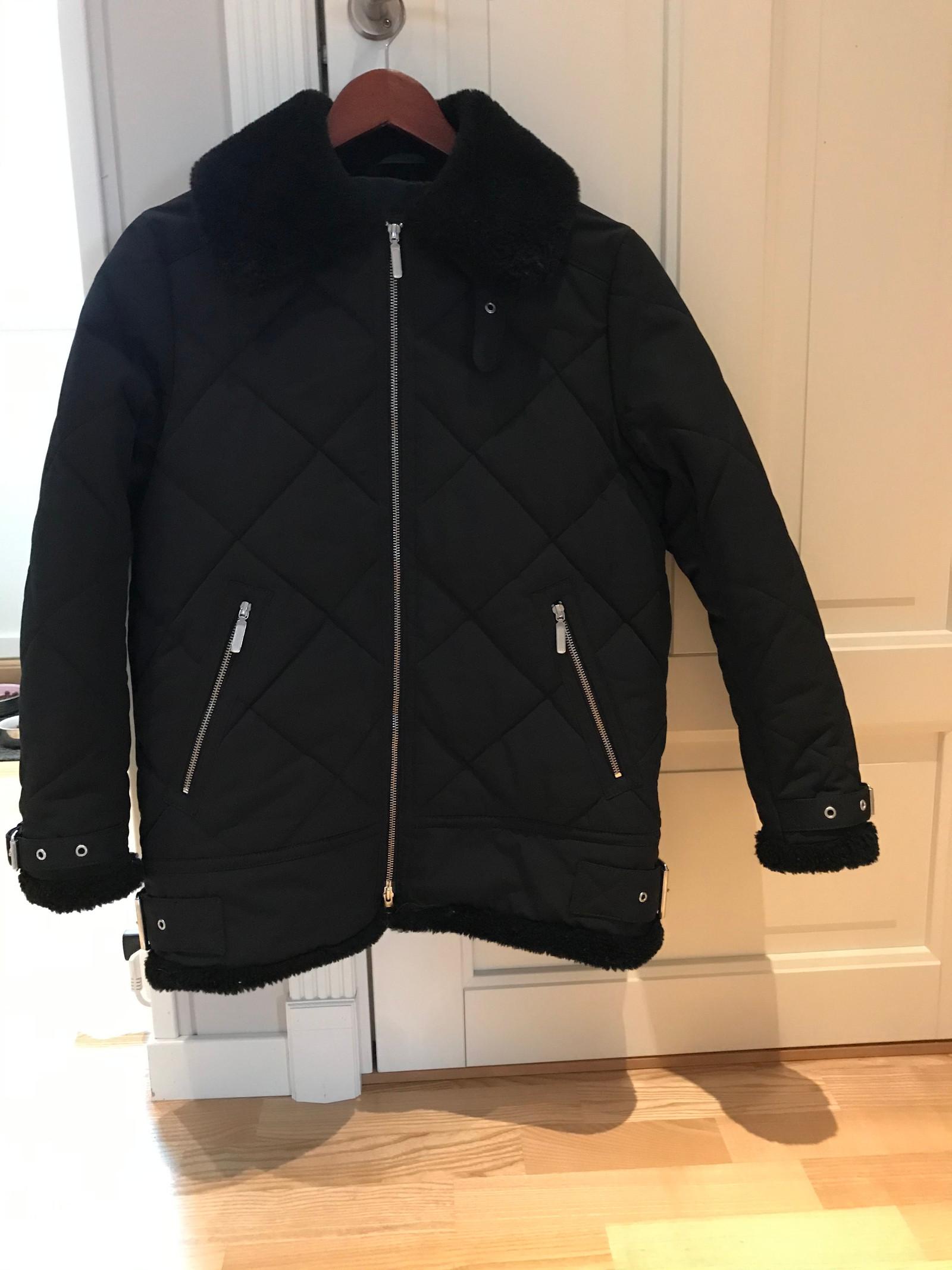 Selger en flott Peak Performance boble jakke | FINN.no