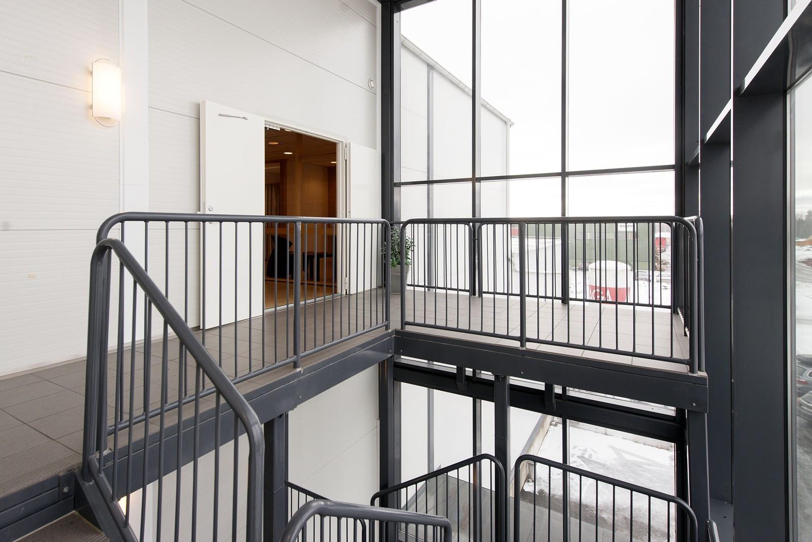 Enkel adkomst via trapp eller heis