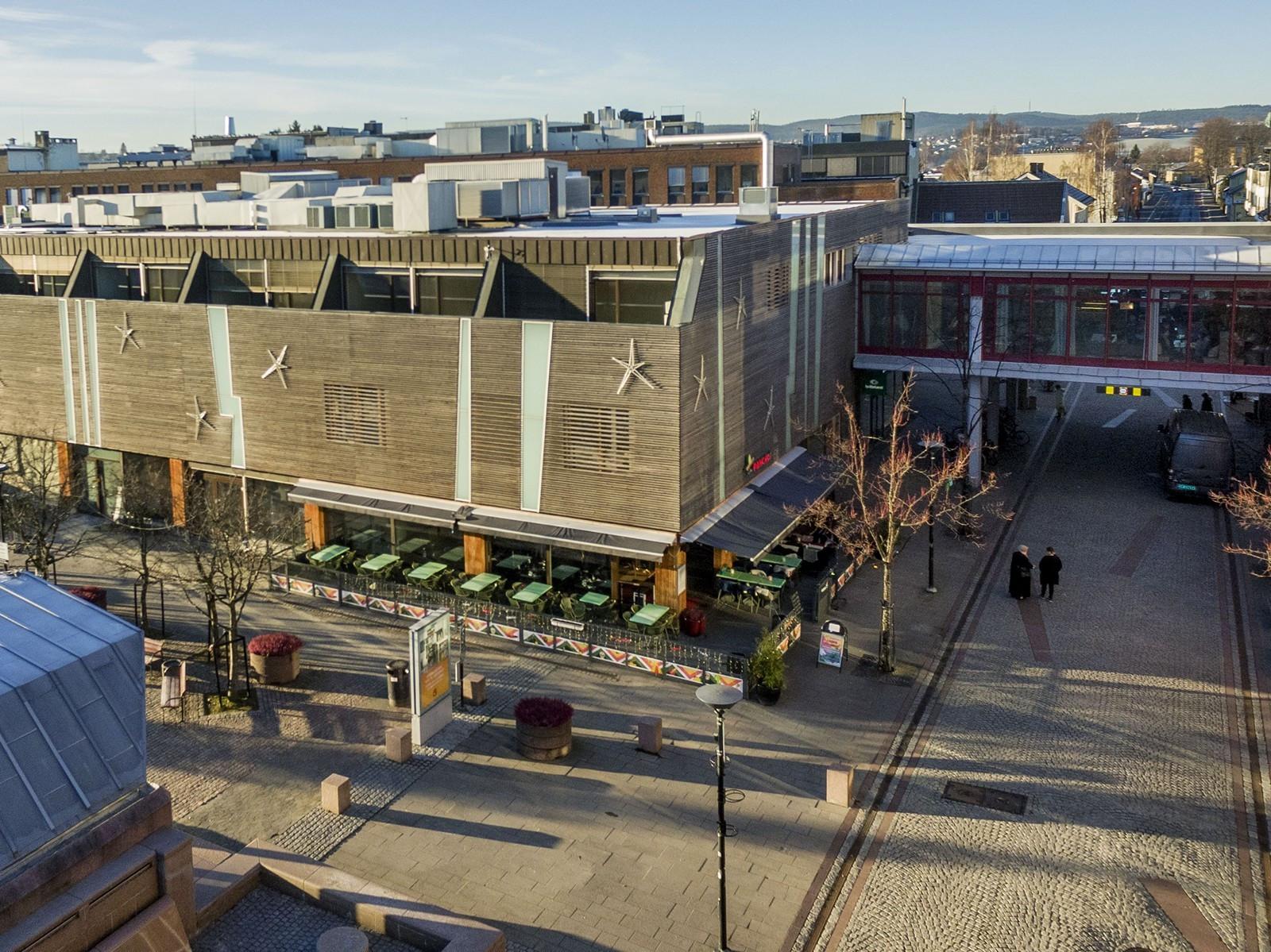Lillestrøm Torv - stort p-hus med parkering for besøkende