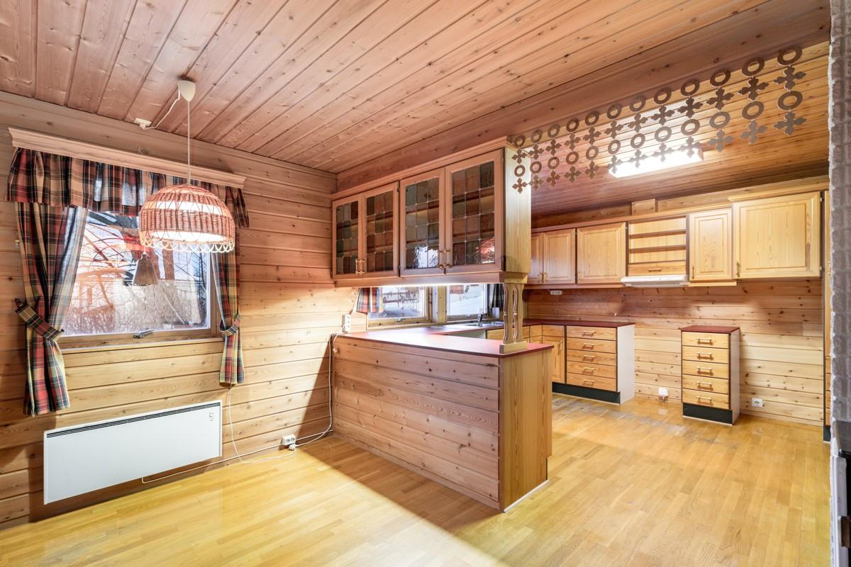 God plass til spisebord på kjøkken