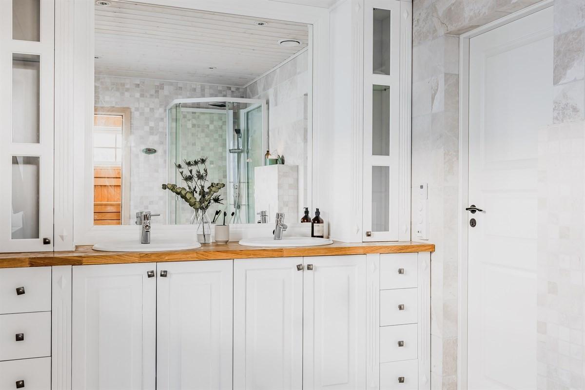 God oppbevaring i innredning, wc, dusjkabinett og tilknytting til badstue