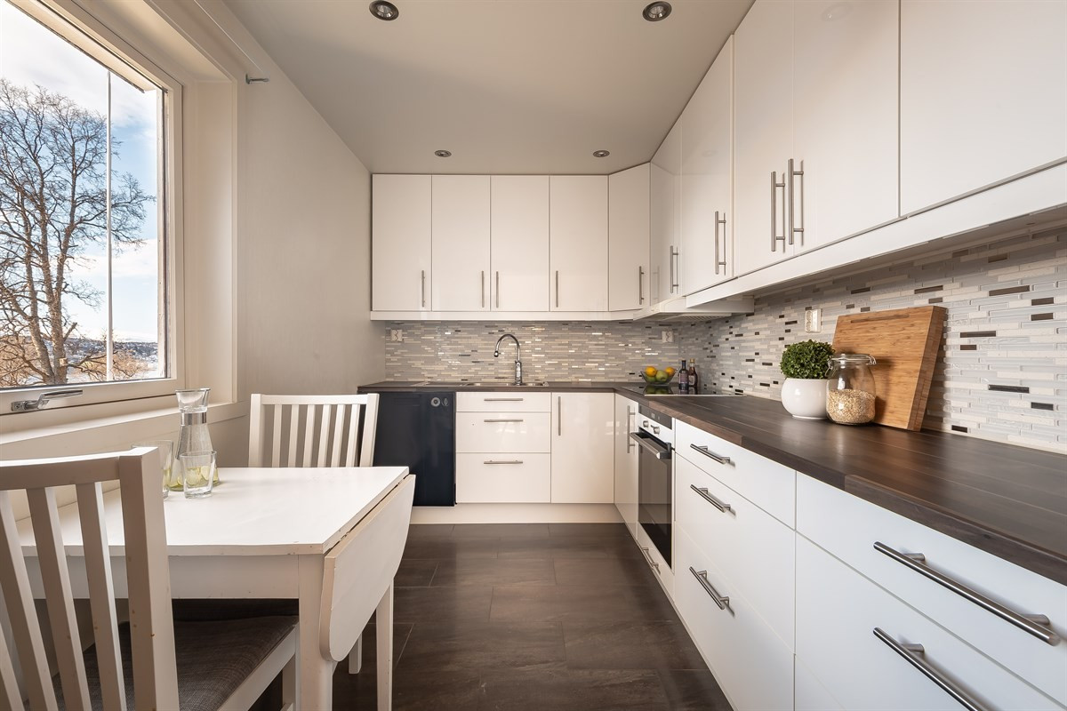 Moderne og tidløs kjøkken med fliser og varme i gulv