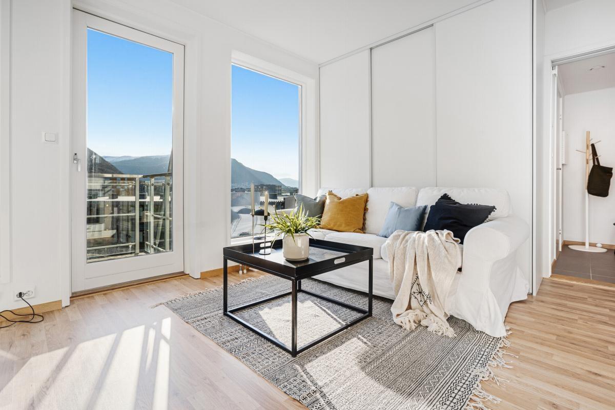 Flott 2-roms selveierleilighet med balkong og heis i 3.etasje (Bilde fra tilsvarende leilighet)