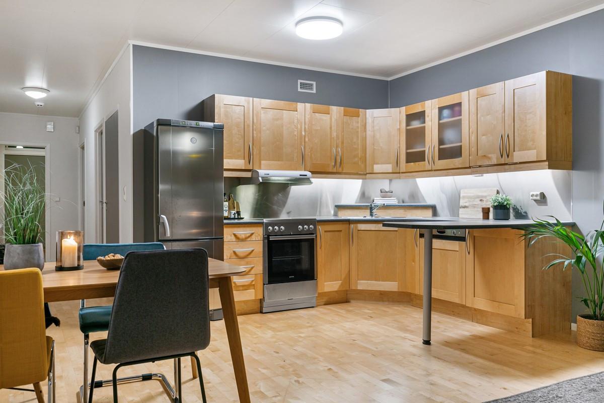 Stue og kjøkken med åpen løsning