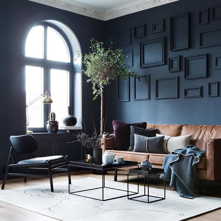 Stuen og kjøkkenet har en åpen løsning - et nydelig rom med en særegen, estetisk og gjennomført stil.