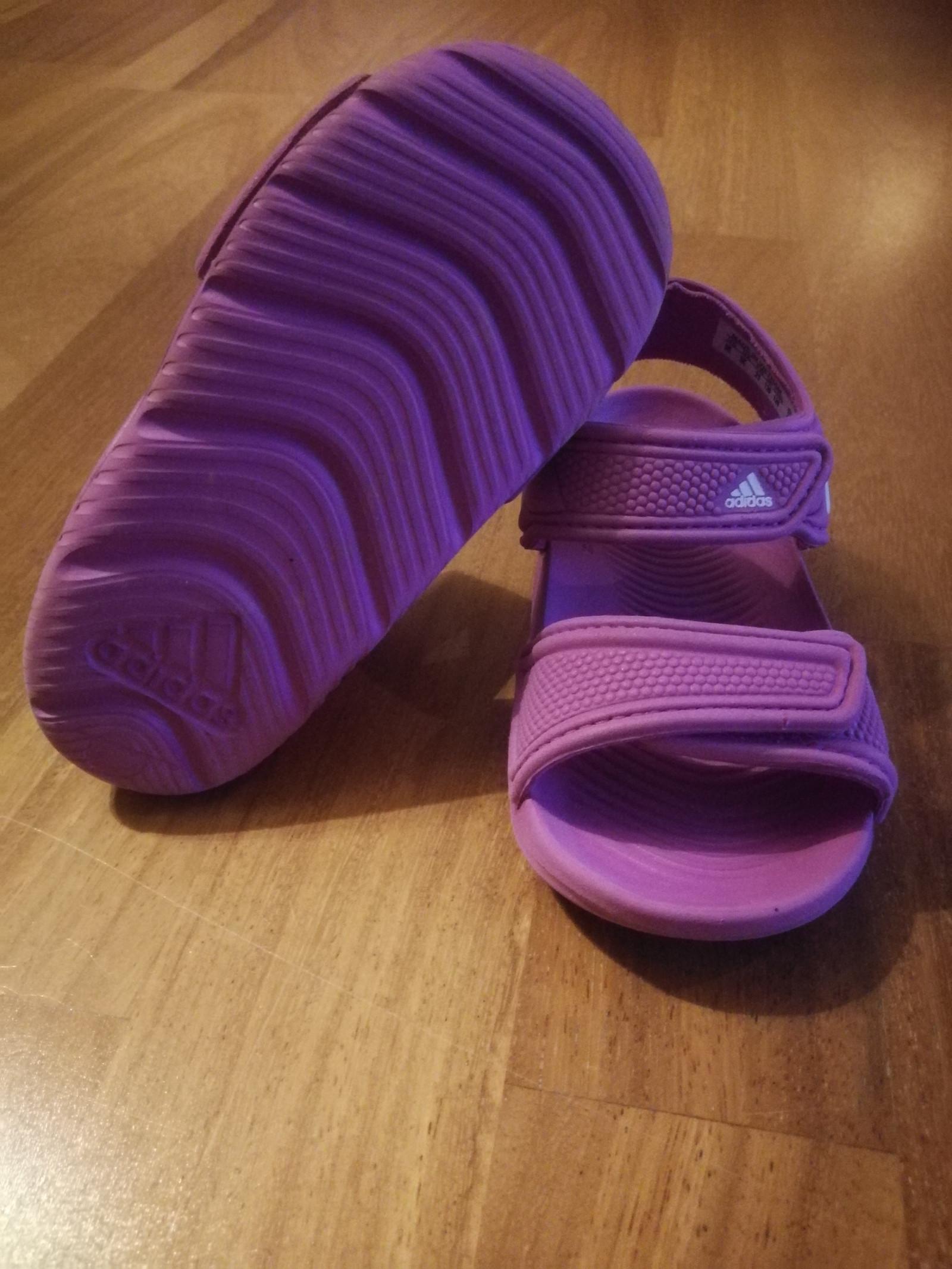 Adidas slippers badesko str K11   FINN.no