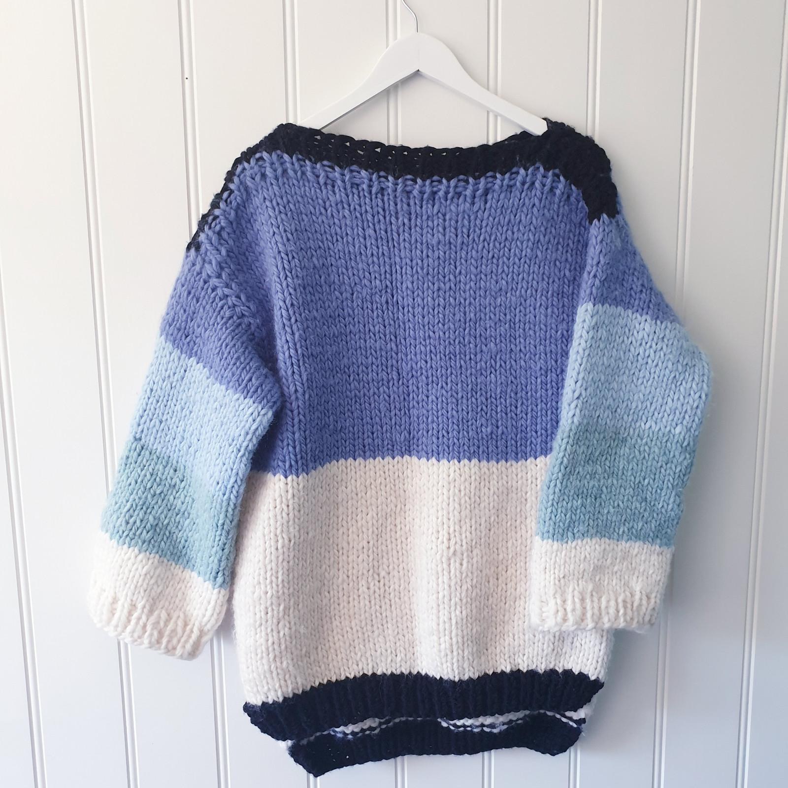 27146e7d Håndstrikket oversize genser i ull   FINN.no