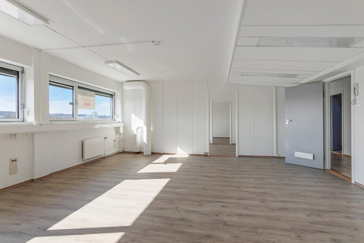 Bregneveien 2 / Det største kontoret har plass til mange kontorplasser