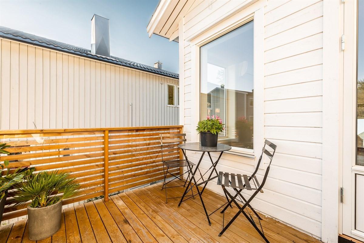 Sørvendt veranda med utgang fra stue