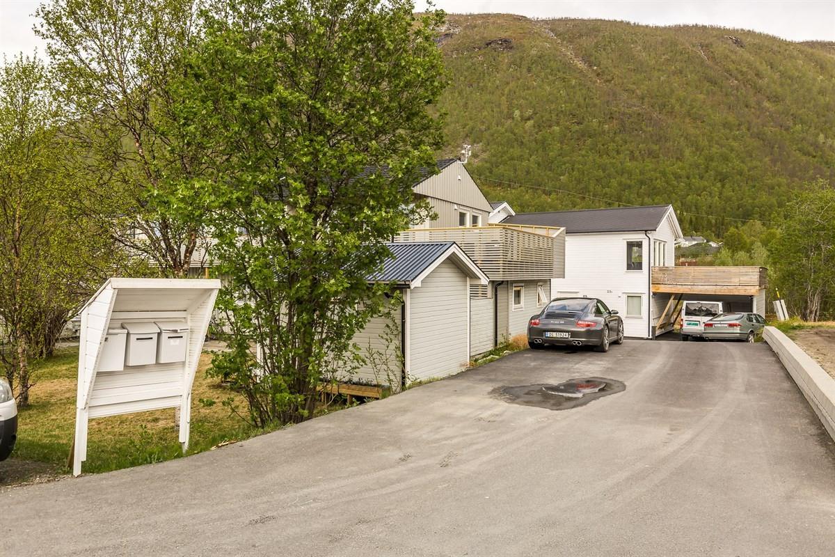 Utsikt over området  ved eiendommen.