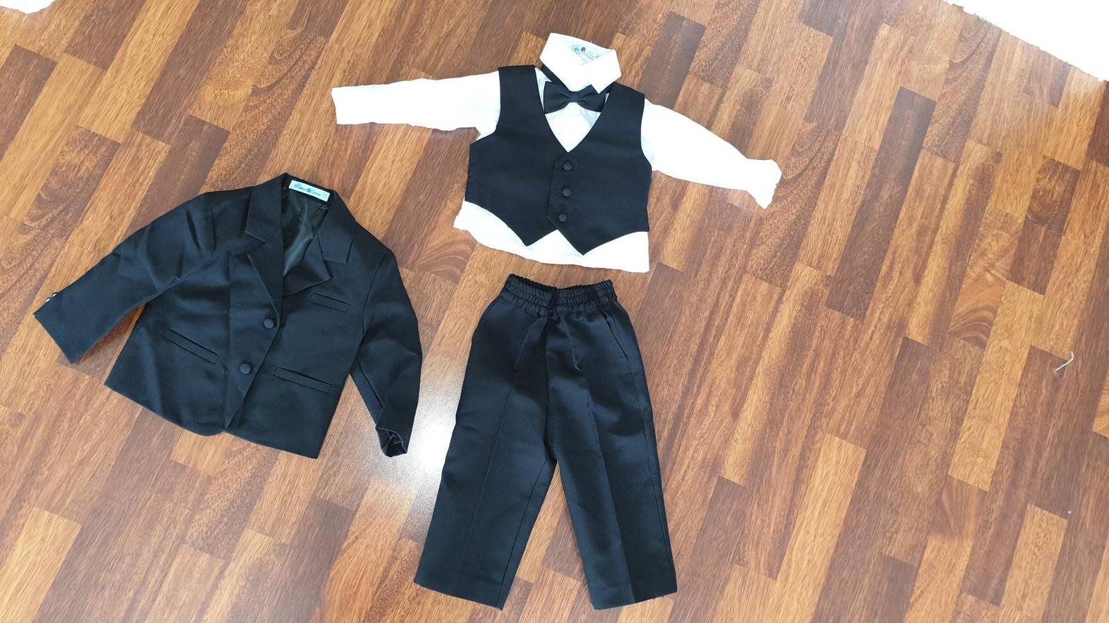 8292a233 Ny komplett svart dress i str 1 - 2 år (1/10)