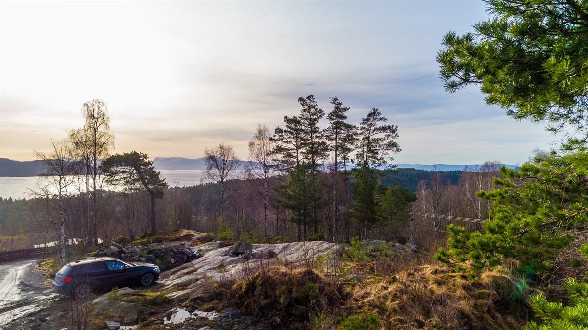 Stor boligtomt på Berge med utsikt