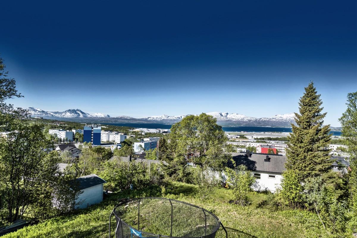 1703 kvm. med panoramautsikt mot vest