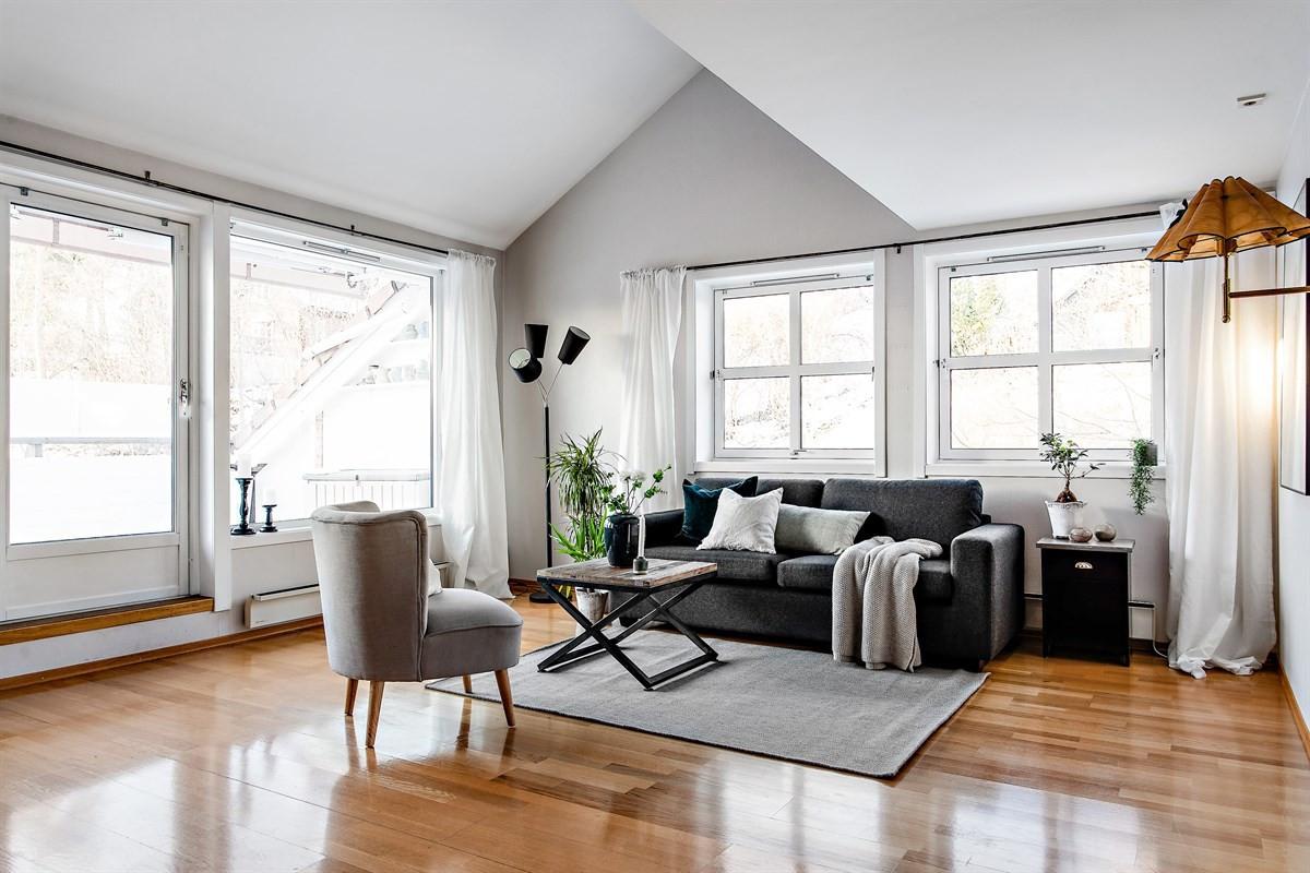 Privatmegleren v/ Aage Øien har gleden av å presentere denne innholdsrike leiligheten med heis, terrasse og garasje