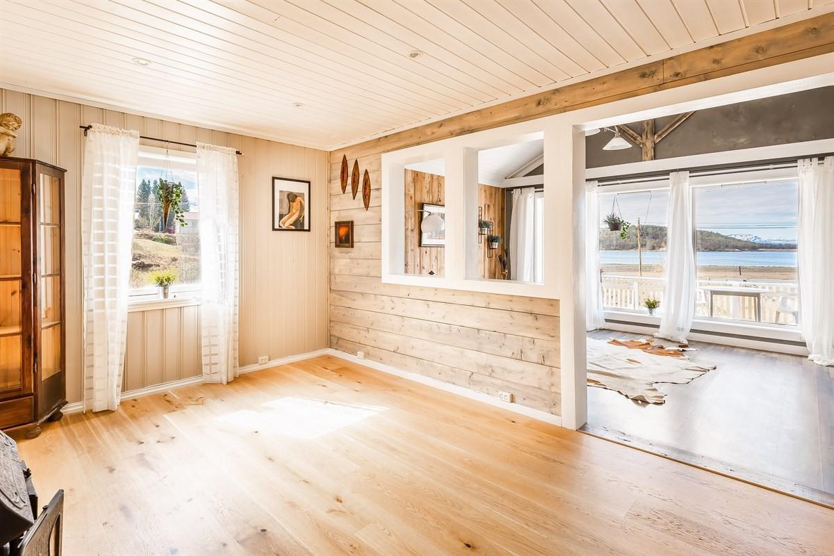 Stue med utgang til veranda
