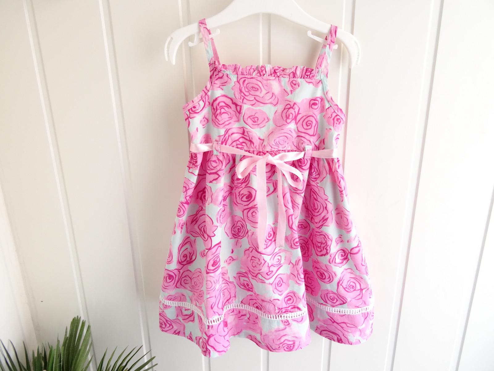 62dcf115 Vakker kjole fra italienske Lynconino i str 100 (tilsvarer str 86-92).  Meget pent brukt! Kr 150 (1/77)